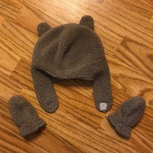 Fuzzy baby hat/mitten set.